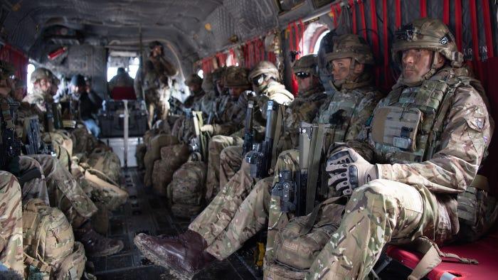 десантники внутри чинука