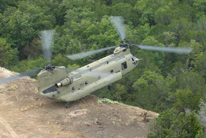 вертолет зависает